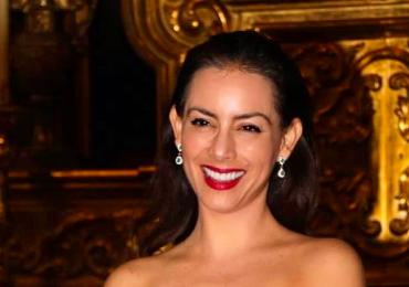 Claudia Lizaldi renueva sus votos matrimoniales