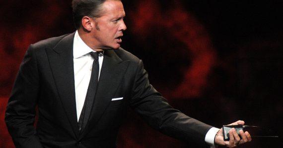Luis Miguel sufre ataque de ira en pleno escenario
