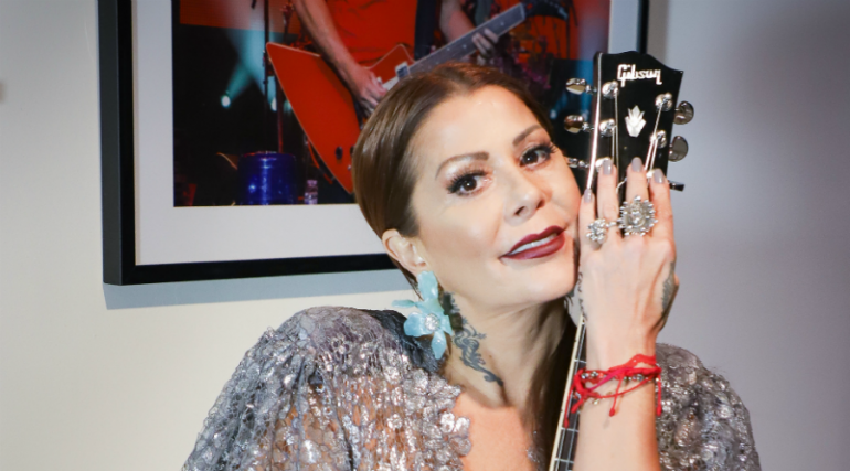 Alejandra Guzmán víctima de críticas por mostrar cicatrices de sus glúteos