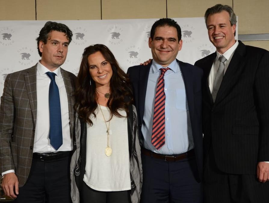 A la conferencia de prensa Kate del Castillo asistió acompañada de sus abogados. Foto: Ricardo Cristino