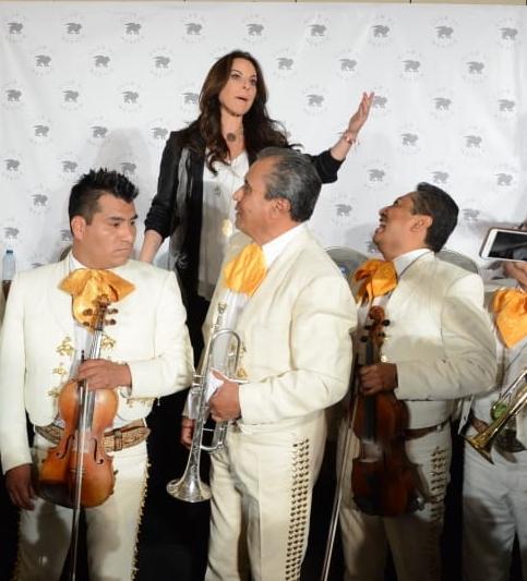 Al finalizar el evento un mariachi le cantó México Lindo y Querido. Foto: Ricardo Cristino
