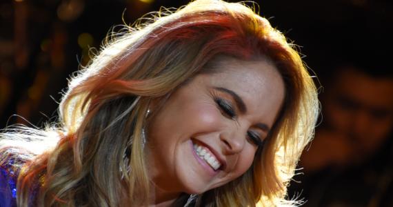 Lucero responde si prepara boda para 2019