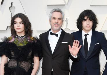 Critican caras de Olmo, hijo de Alfonso Cuarón, en los Oscar; el joven es autista