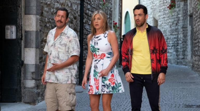 Lanzan tráiler de la cinta donde Luis Gerardo Méndez comparte protagónico con Adam Sandler, Jennifer Aniston