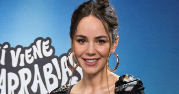 Camila Sodi es pretendida en el supermercado. Foto: Edson Vázquez