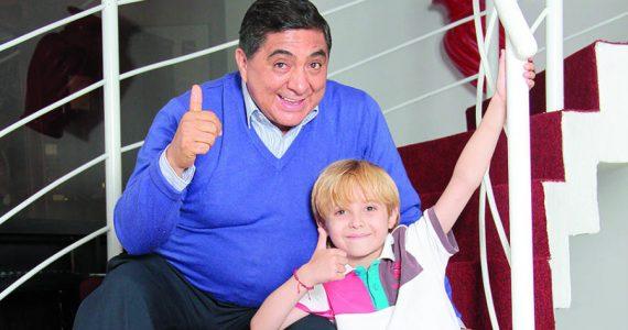 Carlos Bonavides y su hijo Tadeo. Foto: Archivo