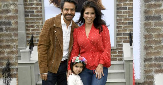 Eugenio Derbez, Aitana y Alessandra Rosaldo. Foto: Getty Images