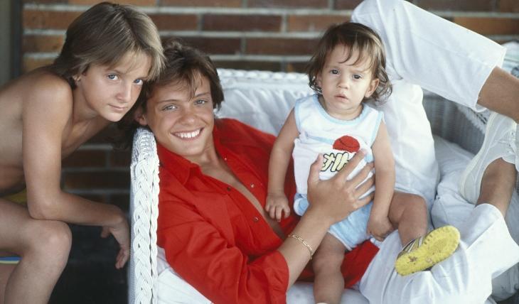 Luis Miguel con sus hermanos, Alejandro y Sergio. Foto: Getty Images