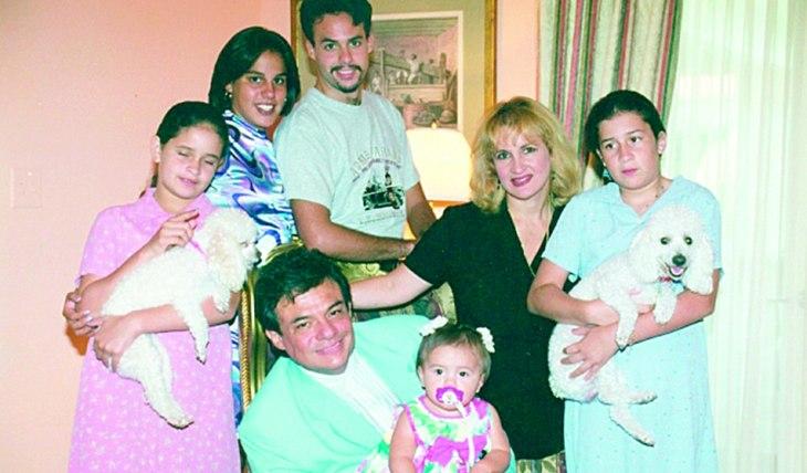 AÑOS FELICES. En la segunda mitad de los noventa, José José compartió con sus hijos, Pepe y Marysol, y las hijas de Sarita, Celine y Monique. Foto: Archivo TVyNovelas