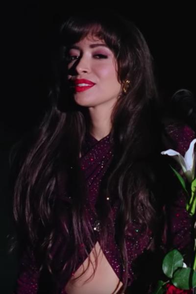 Cristian Serratos como Selena Quintanilla. Foto: Captura de pantalla