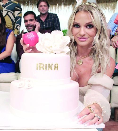El pasado 25 de octubre, la actriz cumplió 27 años de vida, y la producción de Soltero con hijas se lo festejó con un delicioso pastel. Foto: Cortesía