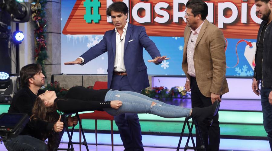Michelle Rienaud hipnotizada por Tusam en vivo. Foto: José Luis Ramos