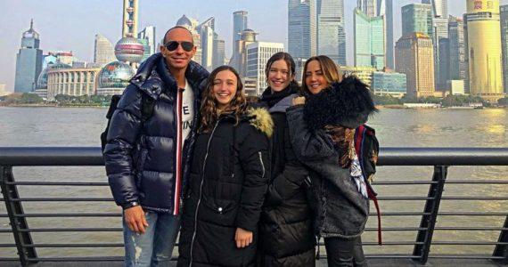 Érik, Nina, Mía y Andrea en China. Instagram @erikrubinoficial