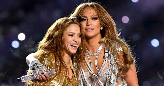 Shakira y JLo en el show de medio tiempo del Super Bowl LVI. Foto: Getty Images