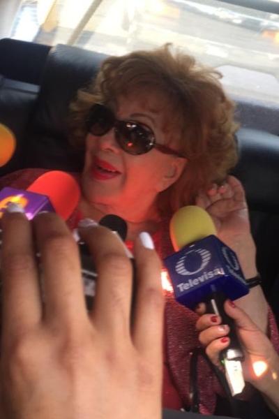 Silvia Pinal atendió a la prensa a su salida del hospital. Foto: Edson Vázquez