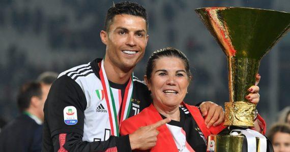 Cristiano Ronaldo y su mamá, Dolores Aveiro. Foto: Getty Images