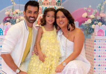 Toni Costa, Alaïa y Adamari López. Foto Instagram @toni