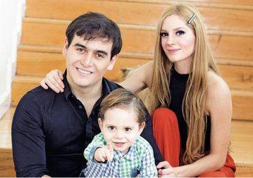 Julián Figueroa y su familia | Foto: Lazcano