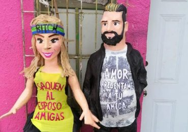 Piñatas de Karla Panini y Américo Garza. Foto: Facebook