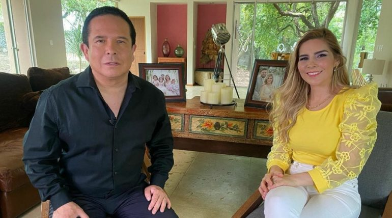 Gustavo Adolfo Infante con Karla Panini. Foto: Instagram