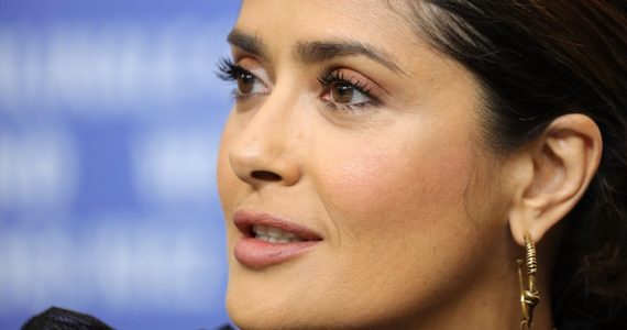 Salma Hayek se transforma en hombre ¡y la comparan con Luis Miguel!