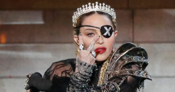 Madonna escandaliza con foto en topless. Foto: Getty Images
