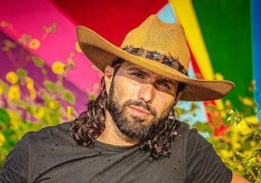 Poncho de Nigris se opone a que gays se besen en público. Foto: Instagram