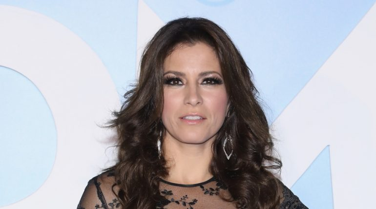 Destrozan a Alessandra Rosaldo por 'patear' a su hija