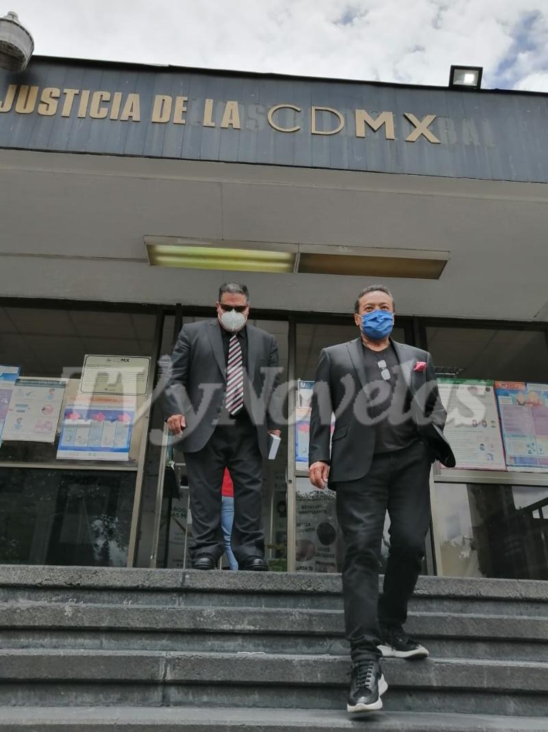 Carlos Cuevas denuncia a abogado de su hermana, Aída Cuevas