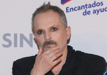 ¿Quién lo entiende? ¡Miguel Bosé sí usa cubrebocas! Foto: Getty Images