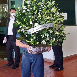 Celebridades y organizaciones han enviado arreglos florales. Foto: Fernando Martínez