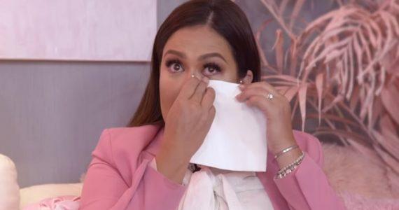 Mariana Echeverría llora al contar lo difícil que fue embarazarse. Foto: Youtube