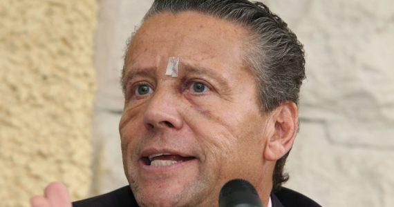 "Alfredo Adame vende ""mentadas de madre"" para ganar dinero. Foto: Getty Images"