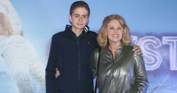 Erika Buenfil posa con su hijo en revista y pide: alto al bullying. Foto: Getty Images