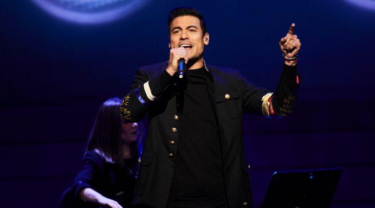 Carlos Rivera no conducirá los Latin Grammys 2020 por sospecha de covid-19. Foto: Getty Images
