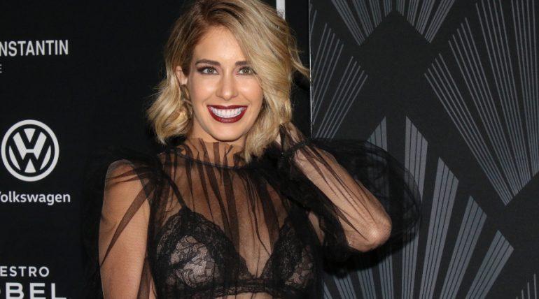"""Carmen Aub confiesa que tras cirugía tiene un """"seno deforme"""". Foto: Getty Images"""