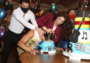 Elenco de ¿Qué le pasa a mi familia? festeja cumpleaños de Emilio Osorio ¡FOTOS!. Foto: José Luis Ramos