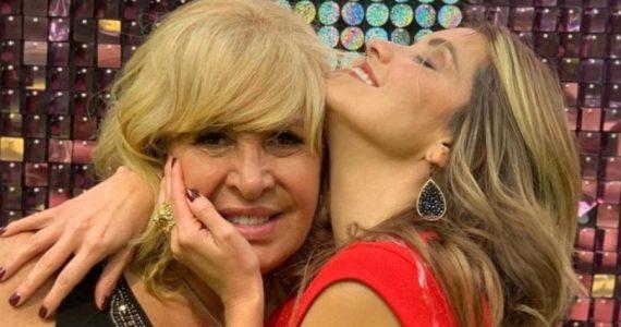 Andrea Escalona hizo un collar con las cenizas de su su madre, Magda. Foto: Archivo