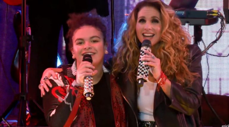 "Lucero sorprende al cantar a dueto con su hija ""Lucerito"" ¡VIDEO!. Foto: Captura"