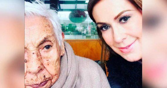 Laura Zapata y su abuelita Eva Mange