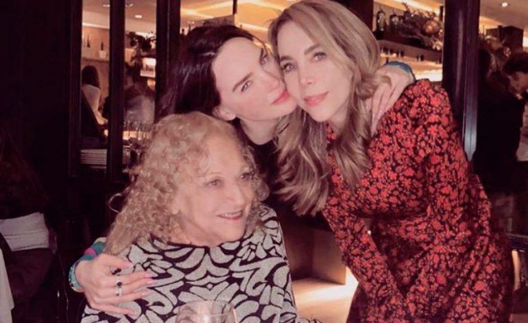 Belinda, su mamá y abuelita