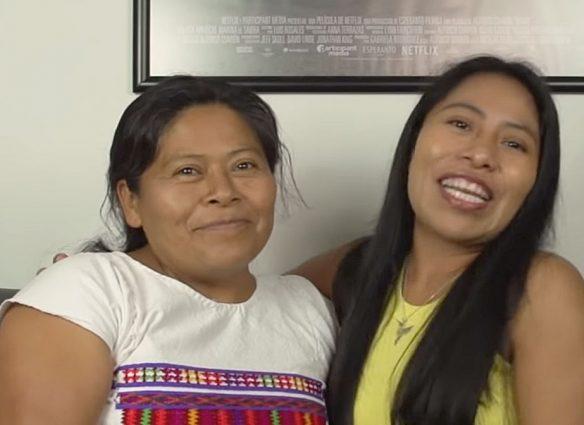Yalitza Aparicio y su mamá, doña Margarita