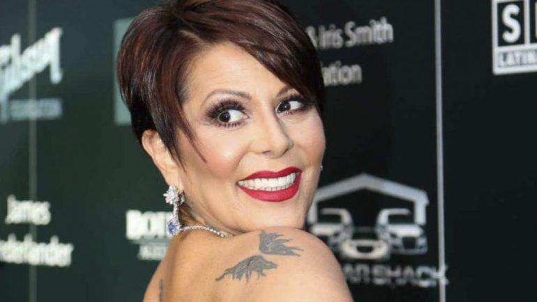 Alejandra Guzmán presume figura en bikini