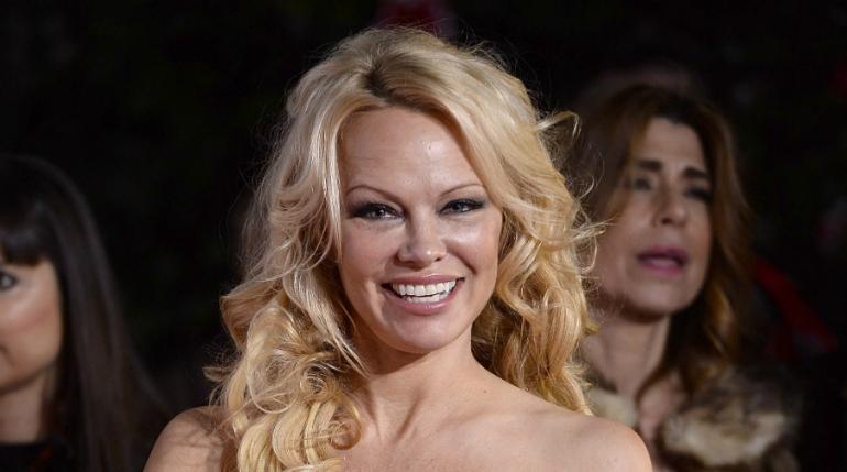 Pamela Anderson arremete contra famosas que denunciaron acoso y abuso
