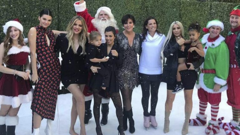 Kardashian cancelan foto navideña por discusión entre Kim y Kourtney
