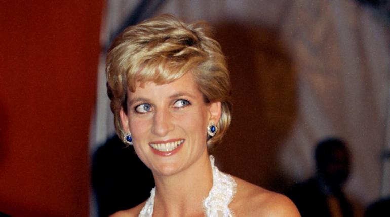Se hace rica con vestido de la princesa Diana encontrado ¡en tienda de segunda mano!