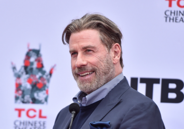 John Travolta sorprende con radical cambio de look
