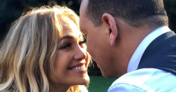 Jennifer Lopez comparte románticas fotos de su pedida de mano