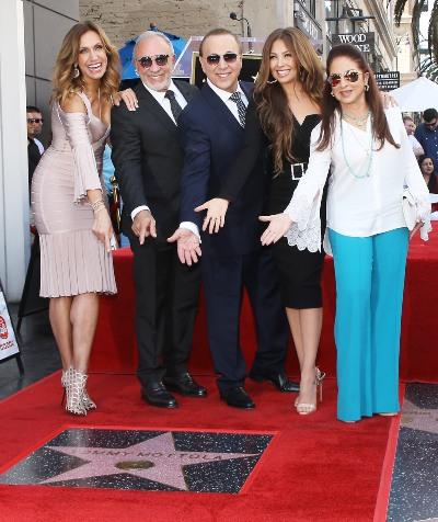 Lili y Emilio Estefan, Tommy Mottola, Thalía y Gloria Estefan. Foto: Getty Images