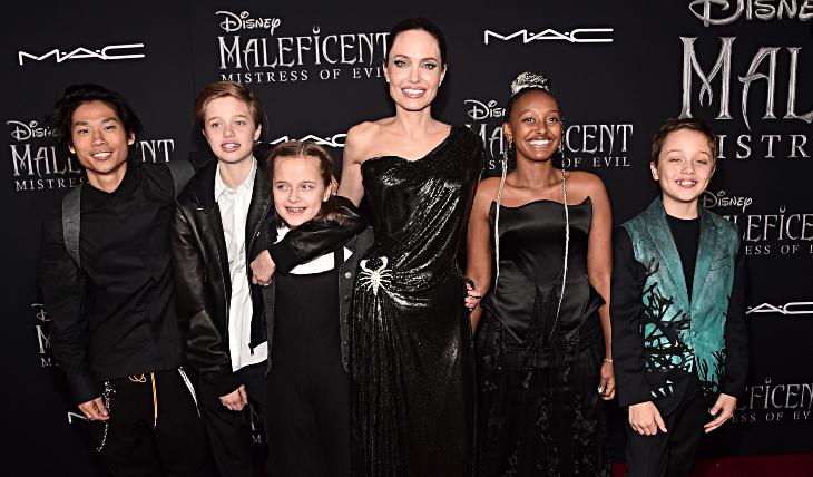 Angelina Jolie con sus hijos Pax, John, Vivienne, Zahara y Knox. Foto: Getty Images